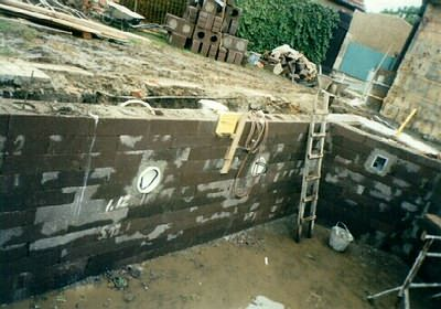 Bazen z betonovych tvarnic