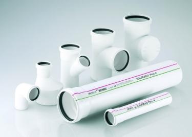 Vysoký hlukový útlum systému RAUPINO PLUS zajišťuje patentovaná třívrstvá potrubní stěna